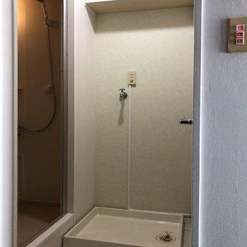 洗濯機も室内に!上の棚をうまく活用しましょう!
