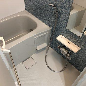 きれいな浴室...追い焚き、浴室乾燥機ありました。※写真は4階同間取り別部屋のものです