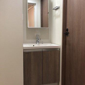 個人的に大人のステータスだと思っている独立洗面台※写真は4階同間取り別部屋のものです