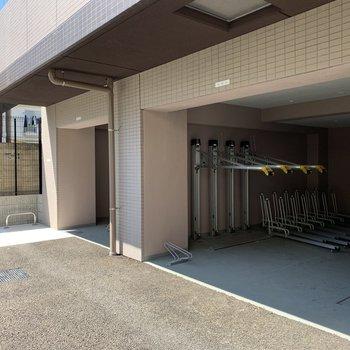 駐輪場にはバイク置き場も!