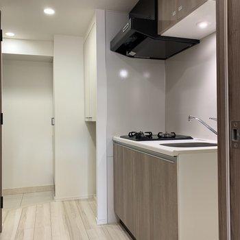 キッチン後ろにも十分なスペースあり。※写真は4階同間取り別部屋のものです