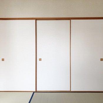 【和室】反対側には押入れ収納