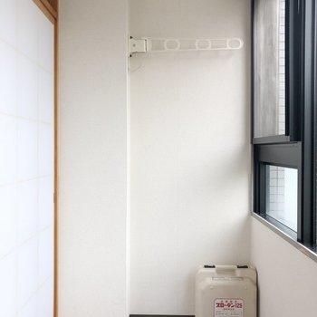 【和室】こちらのサンルームでは洗濯物が干せます
