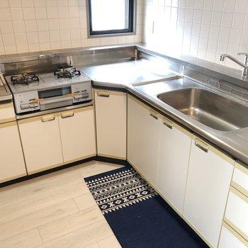 【LDK】調理スペースもしっかりで料理がしやすそう※家具はサンプルです