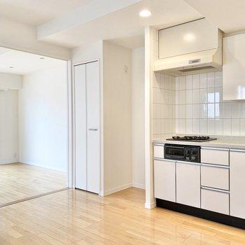 【LDK】キッチンが映えるお部屋です。