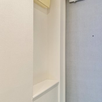 小さな棚にはインテリアを飾ろうかな。
