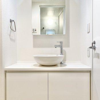 シンプルなデザインがステキな洗面台。