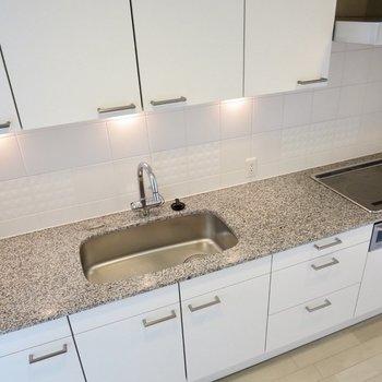 【LDK】シックなデザインのキッチン