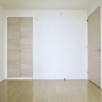 【5.5帖洋室】こちらは趣味のお部屋や書斎にもできそうです