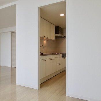 【LDK】キッチンスペースは個室のようになっています