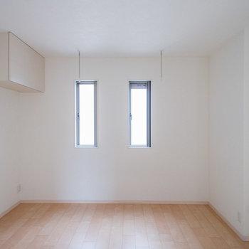 2面採光。天井には収納もあります。※写真は前回募集時のものです