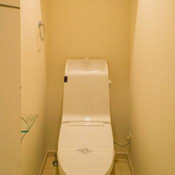トイレにも収納棚があります。※写真は前回募集時のものです