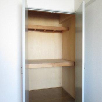 容量大のクローゼット(※写真は5階の同間取り別部屋のものです)