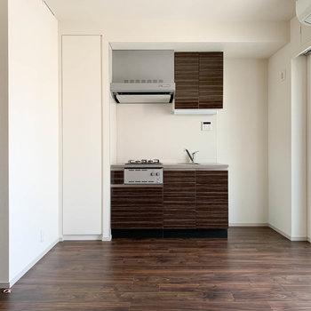 【LDK】キッチンもピカピカ。ダクトすらカッコいい。※写真は前回募集時のものです