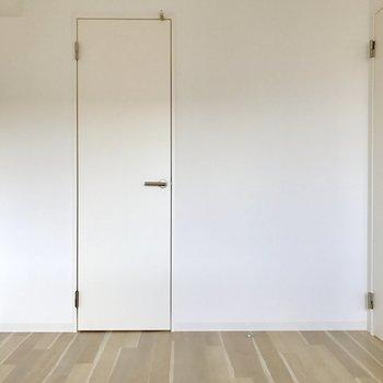 正面の扉の中は、、、?