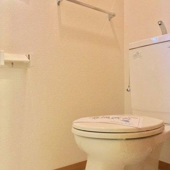 トイレもちゃんと個室なの〜※写真は1階の反転間取り別部屋のものです