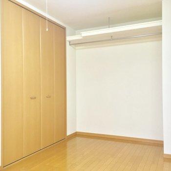 オープンタイプにはお気に入りを飾ろうかな※写真は1階の反転間取り別部屋のものです