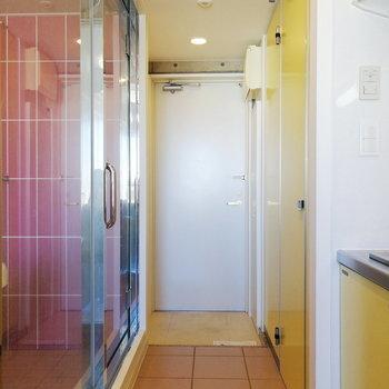 ピンクだけじゃなくイエローもあるのが面白いですよね※写真は3階の同間取り別部屋のものです