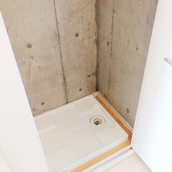 洗濯機は玄関横※写真は3階の同間取り別部屋のものです