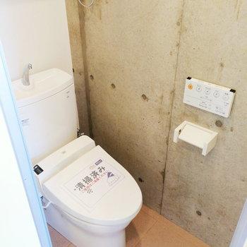 トイレはキッチンの隣です※写真は3階の同間取り別部屋のものです