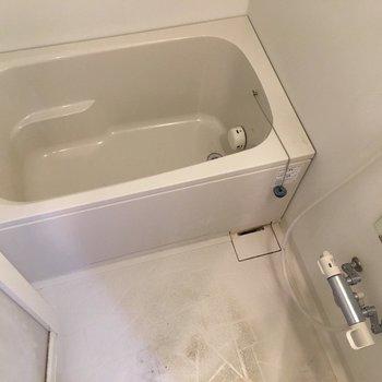 お風呂もすっきりと(※写真は清掃前のものです)