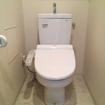トイレはもちろんウオッシュレット付き(※写真は清掃前のものです)