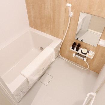 浴槽は追い焚き付きなのであとに入る人も温かく。※家具はサンプルです