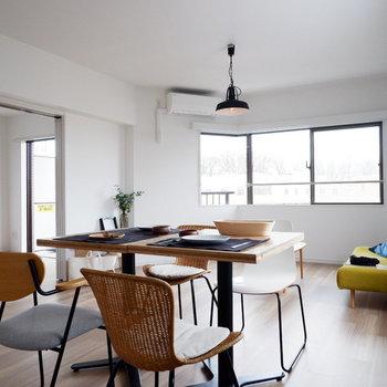 【LDK】ダイニングもリビングも1つの空間に。※家具はサンプルです