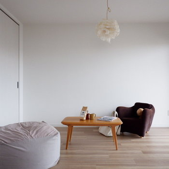 【洋室①】こちらは寝室というより、ちょっとくつろいだりお昼寝スペースに。※家具はサンプルです