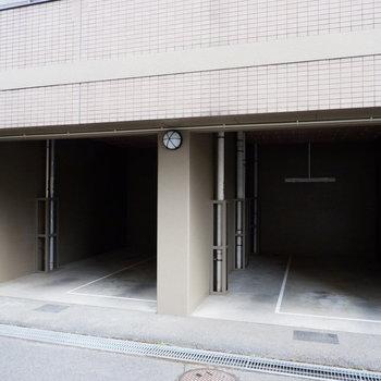 駐輪場は屋根付きのタイプ。
