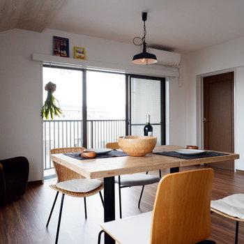 【LDK】ここで料理の音と、家族の会話を聴く。※家具はサンプルです