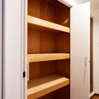 廊下にまたしても収納!掃除用具などに。