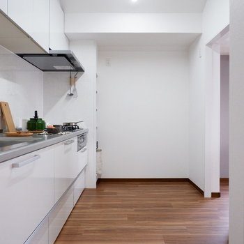 【LDK】キッチンスペースも広々!※家具はサンプルです