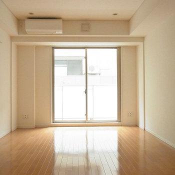気になる居室は約11帖あります!※写真は2階の反転間取り別部屋のものです