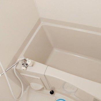 お風呂きれいです! ※写真は2階の似た間取り別部屋のものです