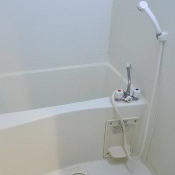 お風呂は大きくないけど、独立してるのが嬉しい所。※写真は6階の同間取り別部屋のものです