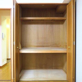 収納はこちらですね。※写真は4階の同間取り別部屋のものです