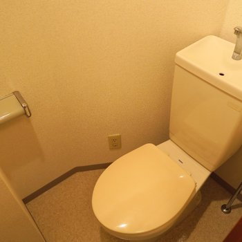 トイレはシンプルに。※写真は4階の同間取り別部屋のものです