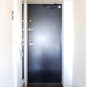 玄関には全身鏡も!毎朝身なりチェック。よしっ!