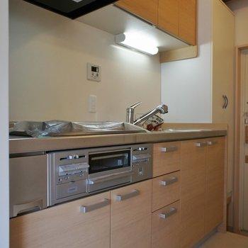 キッチンはワイドサイズ。