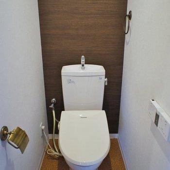 トイレもアンティーク風に。