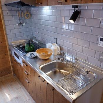 【LDK】調理スペースはもちろん、照明にコンセントなど充実。