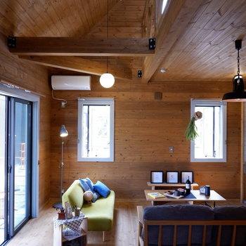 【LDK】半分は吹き抜けになっていて開放感あります。※家具はサンプルです
