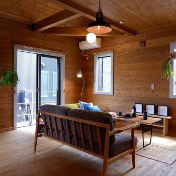 【LDK】1階ながら心地よい光が入ってきます。※家具はサンプルです