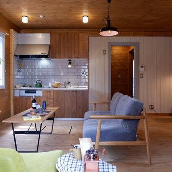 【LDK】ウッド調でくつろぎのリビング。※家具はサンプルです