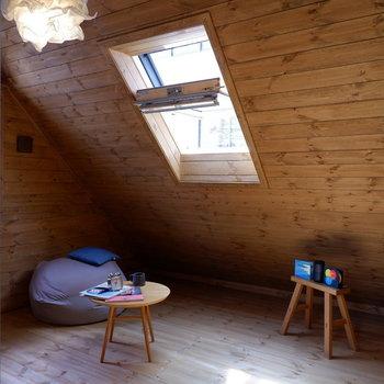 【洋室②】こちらは趣味の部屋などに。※家具はサンプルです