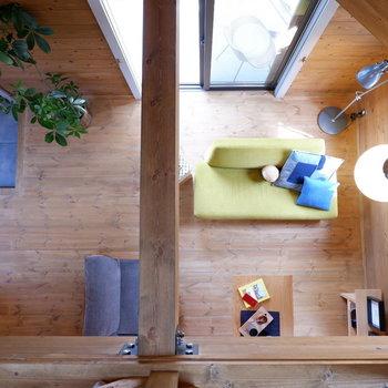 【2Fスペース】1階まで音楽や会話を共有。※家具はサンプルです