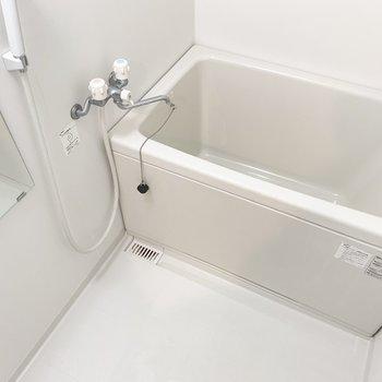 コンパクトな浴槽はお掃除もしやすそう。