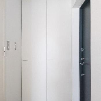 玄関部分。※写真は3階同間取り別部屋のものです