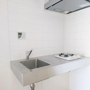 キッチンはデザイン重視。※写真は3階同間取り別部屋のものです